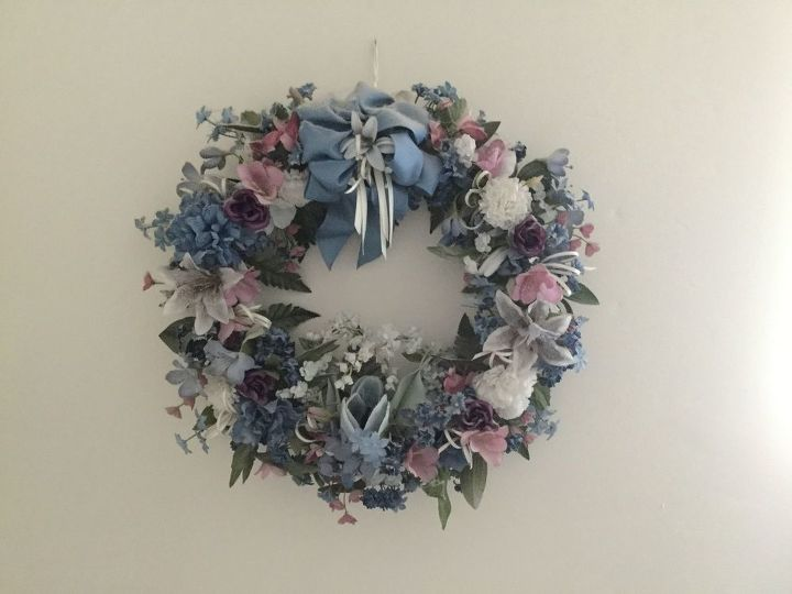 q how do i get heavy dust off the top of this delicate wreath