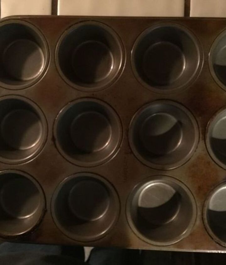 q what is the best way to clean muffin pan
