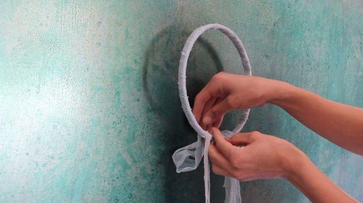 How to Make a DIY Boho Dreamcatcher (Rachel Metz)