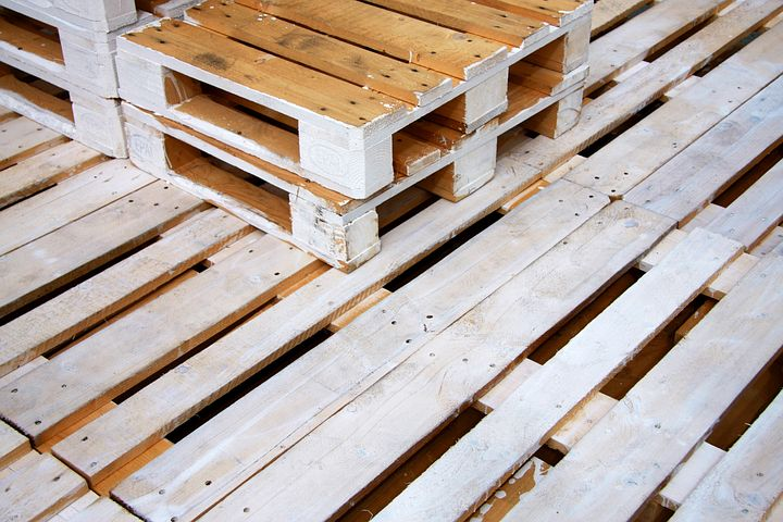 25 best diy pallet projects that will transform your home and yard, DIY Pallet Projects