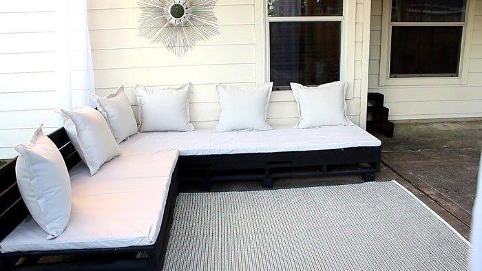 Build A Pallet Sectional – Pallet Furniture DIY (Angela East)