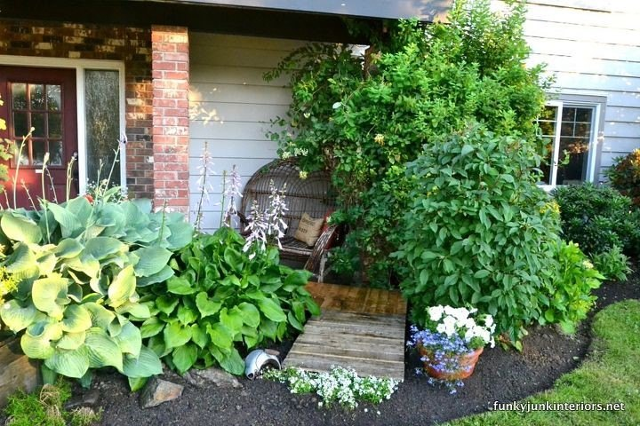 Cheating With An INSTANT Full Pallet Garden Walkway (Funky Junk Interiors)