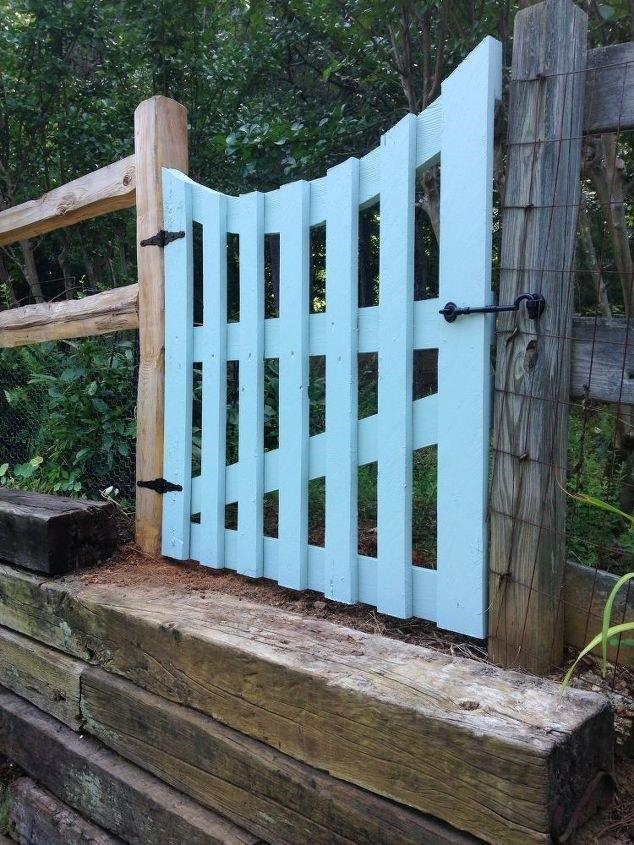 Garden Gate Via Pallet Boards (Diane H.)