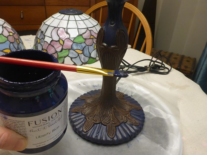 how to update your oil rubbed bronze lamp bases using 2 tbsp of paint