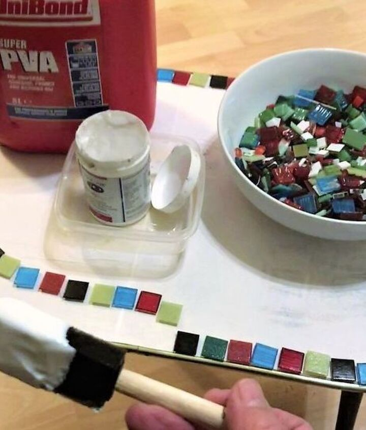 Tiling the edge with bright glass tiles