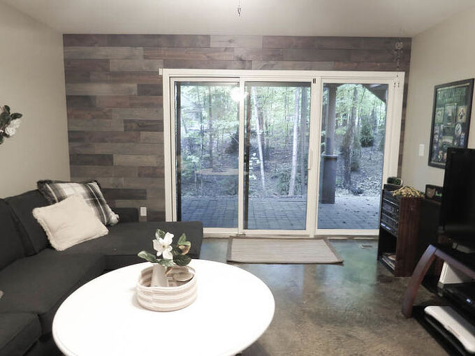 how to inexpensively create a reclaimed wood wall