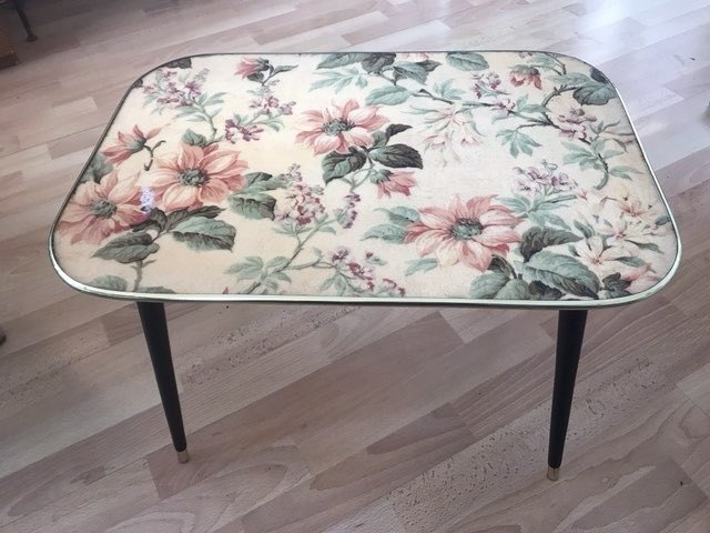 fab vintage coffee table transformed with mosaic