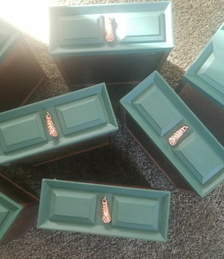 jewelry box with missing molding fixed with bondo