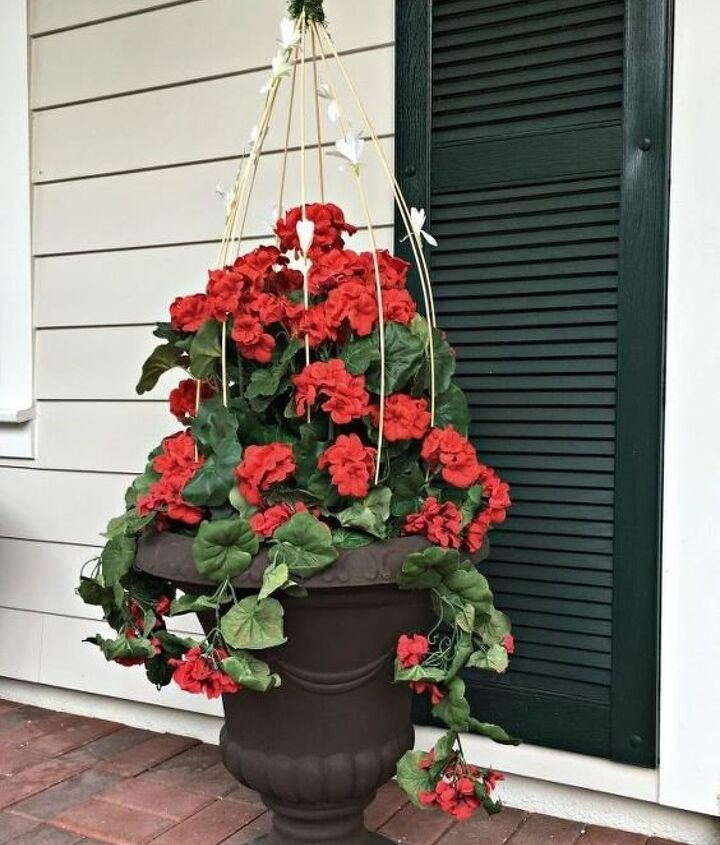 Front Porch Decorating Ideas on a budget(Celebrate & Decorate (Chloe Crabtree))
