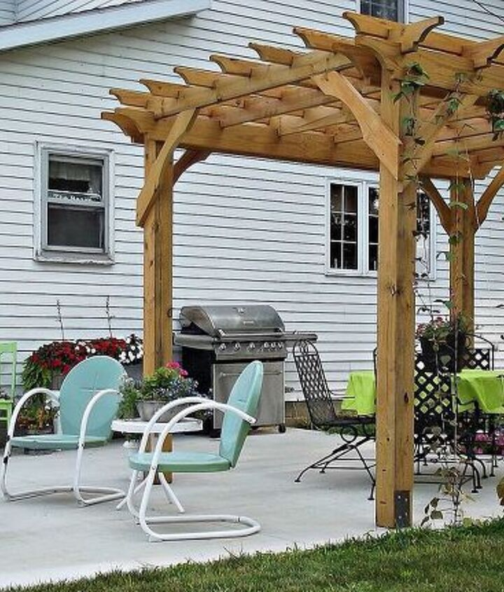 Farmhouse Style Pergola (Rachel @ The Olde Farmhouse)