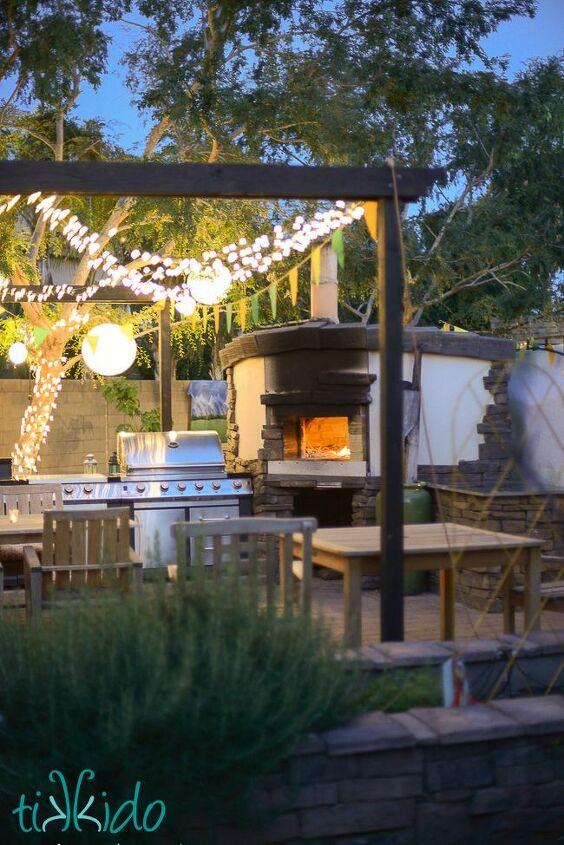 Outdoor Kitchen with Pizza Oven (Nikki Wills)