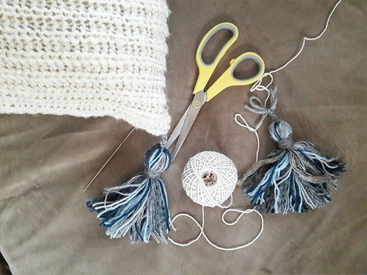 how to upcycle an old knit into a no sew pillow case