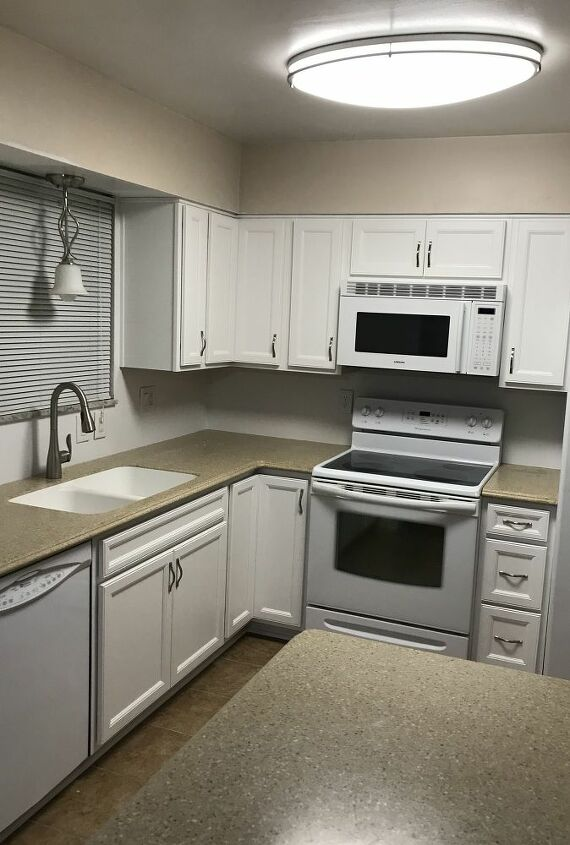 q need help with kitchen backsplash and paint