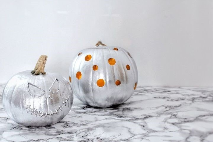 How to Carve a Pumpkin (Hester van Overbeek)