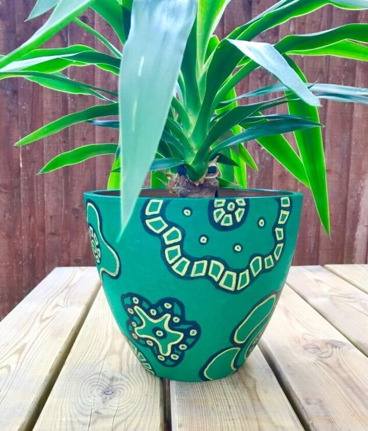 Acrylic painted plantpot makeover