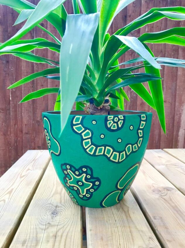 decorated  planter makeover with pain pens