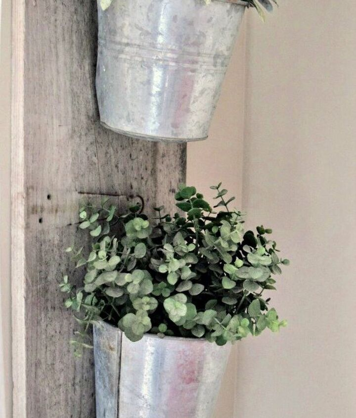 make a beautiful farmhouse planter in just a few easy steps