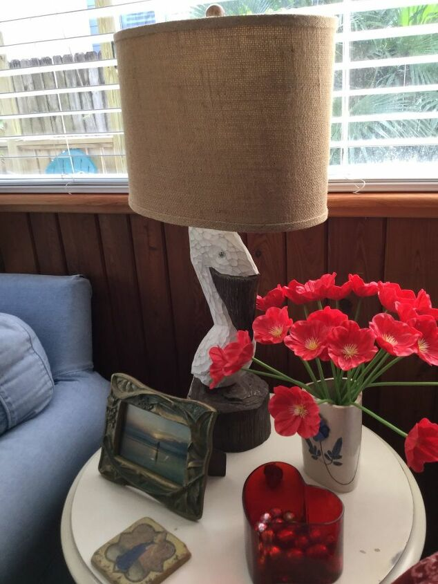 q how to paint a burlap lamp shade