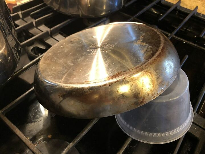 q how do i clean the bottom of an omelette pan