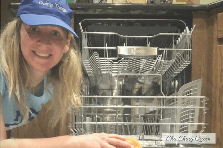 how to clean dishwasher naturally with vinegar