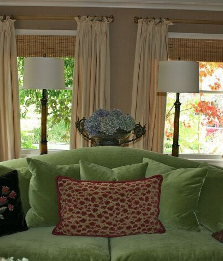 s velvet ideas, Looking Fresh With An Apple Green Velvet Sofa