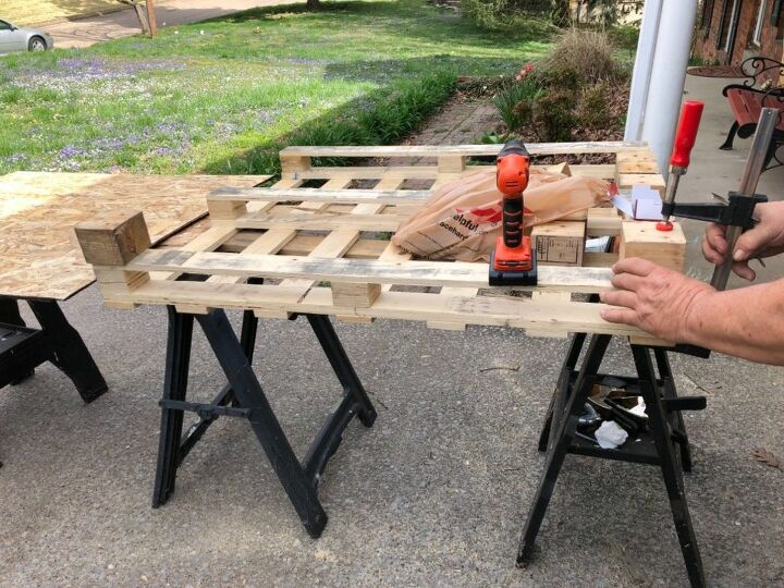Adding legs from the third pallet.