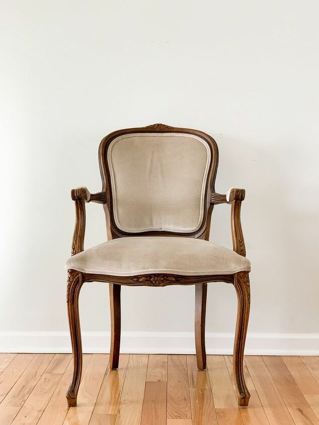 a chippy little chair