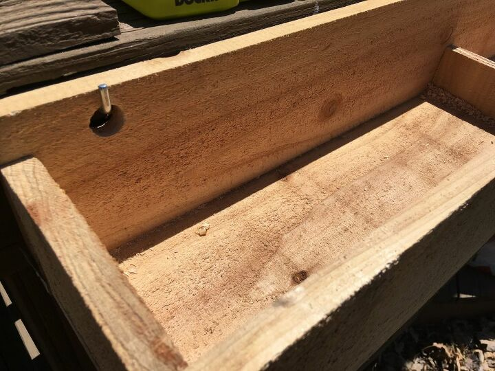 easy flower box from fence cedar