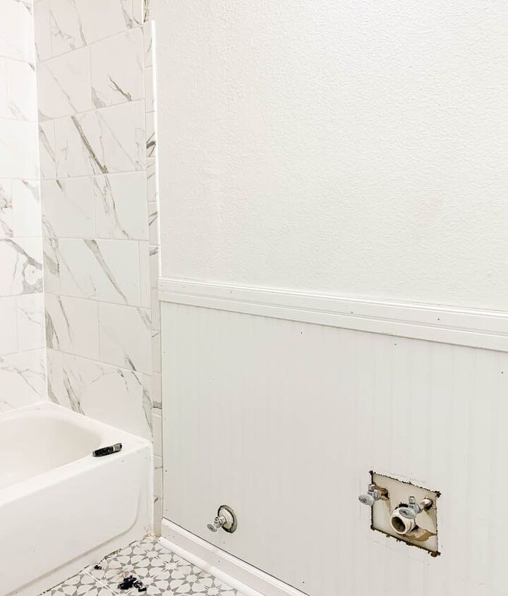 a simple idea to add some drama to your bathroom