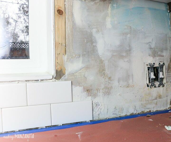 installing subway tile backsplash