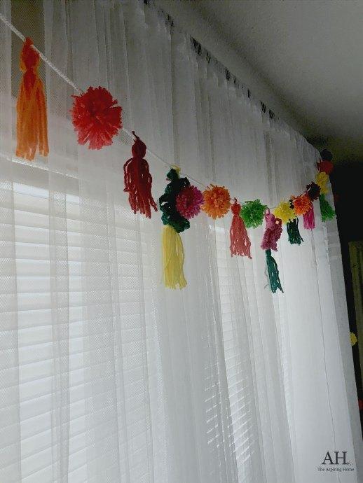 s pom pom ideas, Pom Pom Curtain Swag