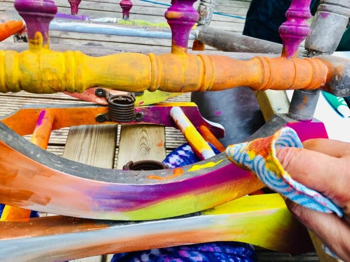 The vibrancy of coloured stain