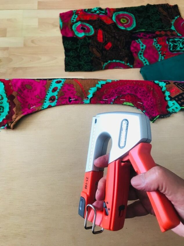 Staple fabric to cushion base