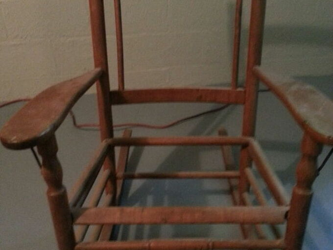 q how can i fix this antiques chair