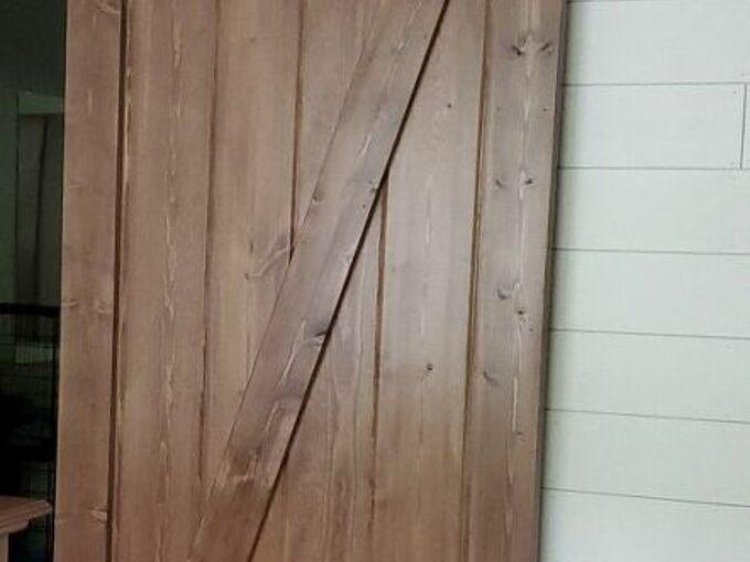 diy barn door, Finished barn door without a handle
