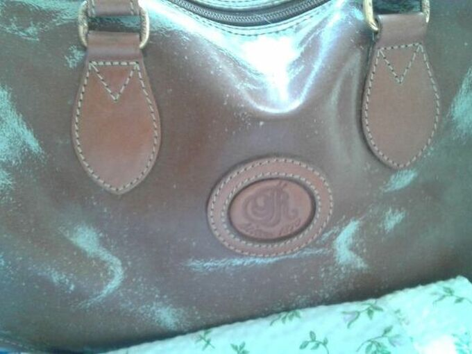 q how to refurbish an old leather purse that lost its original texture