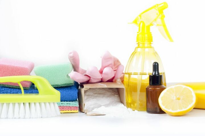 how to make an all natural bathroom cleaning product that works