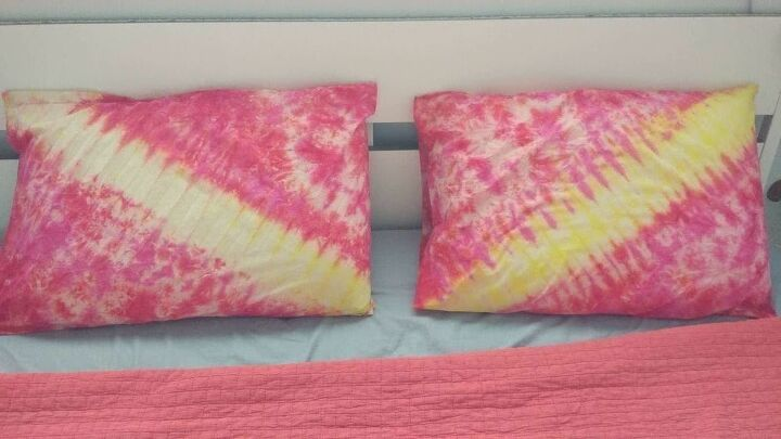 summer inspired tie dye pillowcases