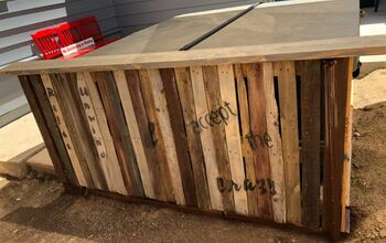 Perfectly Repurposed Pallets to Pony Wall