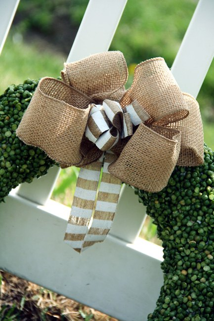 split pea wreath with burlap bow