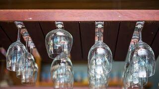q make a wineglass rack