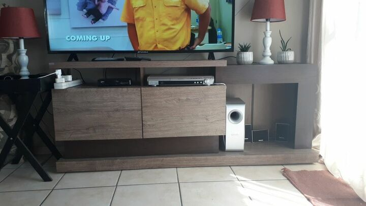 q painting tv stand