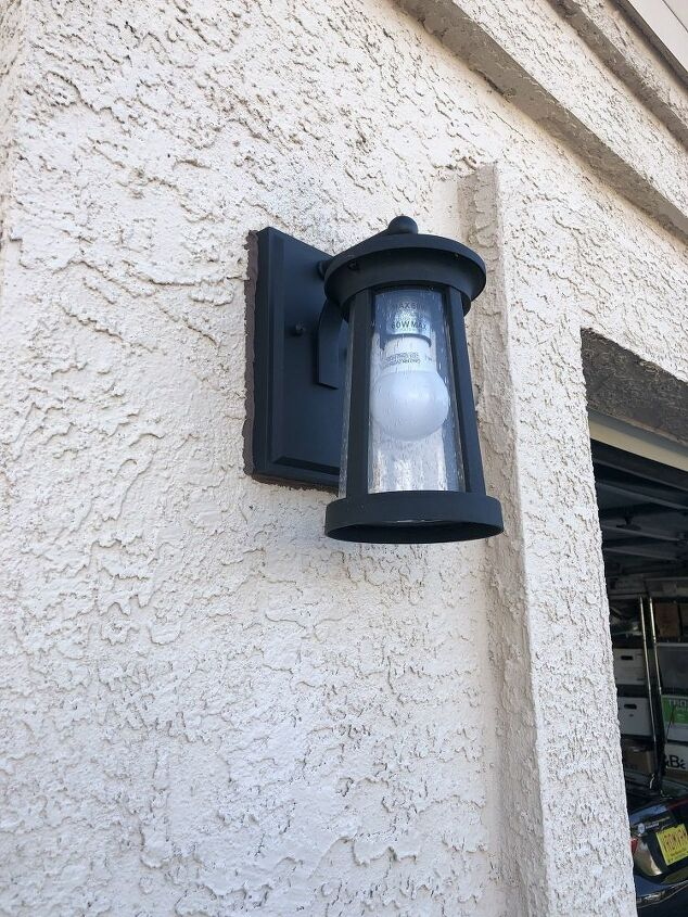 Outdoor light by the side of garage