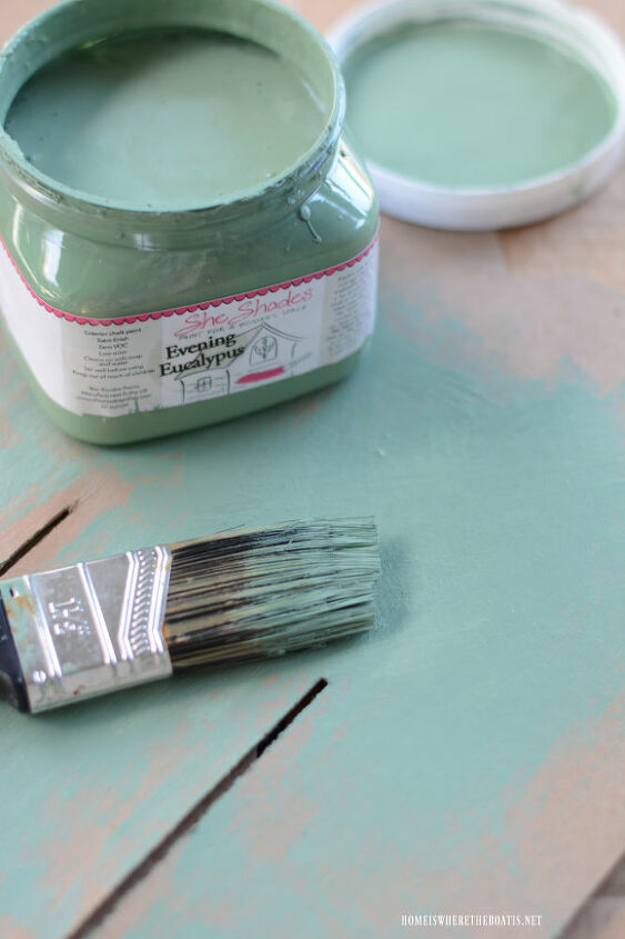 painting a vintage metal lawn chair