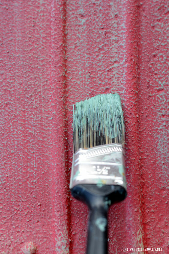 dry brushing to highlight texture of metal