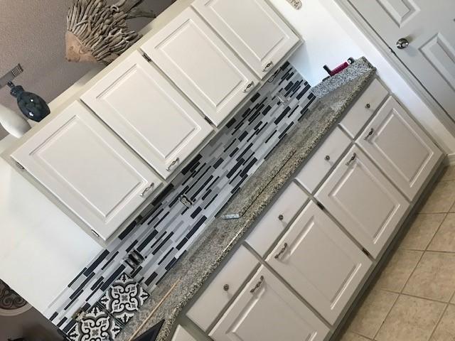 q help with applying a peel stick vinyl floor tile backsplash