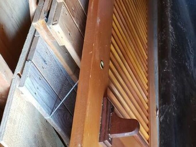 q uses for an old slatted door