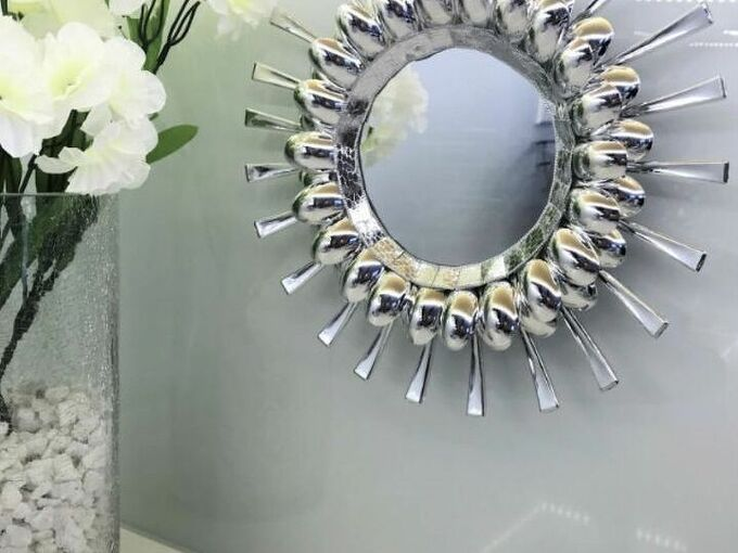 how to decorate a mirror with disposable spoons