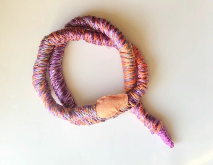 easy halloween yarn snake