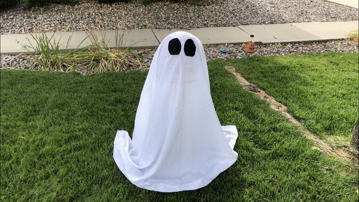 easy halloween yard decor